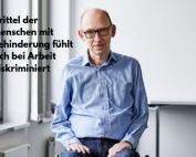 Mann im Rollstuhl, Bildnachweis: Anna Spindelndreier | www.annaspindelndreier.de I Gesellschaftsbilder.de