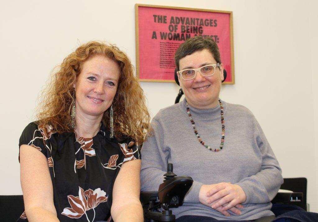 Fiona Fiedler, BEd im Gespräch mit Mag. Manuela Lanzinger von der Österreichischen Multiple Sklerose Gesellschaft © Mag. Kerstin Huber-Eibl
