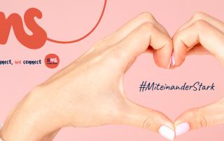 """rosa Rechteck, davor zu einem Herz geformte Hände, Schriftzug """"I connect, we connect #msconnections #MiteinanderStark"""