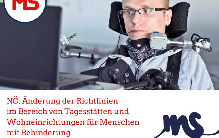 Mann mit Sprachsteuerung vor PC, Text: Änderungen der Richtlinien im Bereich der Tagesstätten und der Wohneinrichtungen für Menschen mit Behinderung, Credit: Canva
