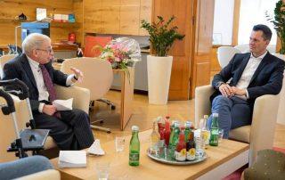 Mit Wirkung vom 14. Juni 2021 bestellte Sozialminister Dr. Wolfgang Mückstein den bisherigen Behindertenanwalt Dr. Hansjörg Hofer erneut zum Behindertenanwalt. Foto: Marcel Kulhanek/BMSGPK