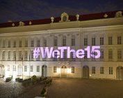 Violette Projektion '#WeThe15' auf der Fassade des Parlamentsgebäudes © Parlamentsdirektion / Johannes Zinner