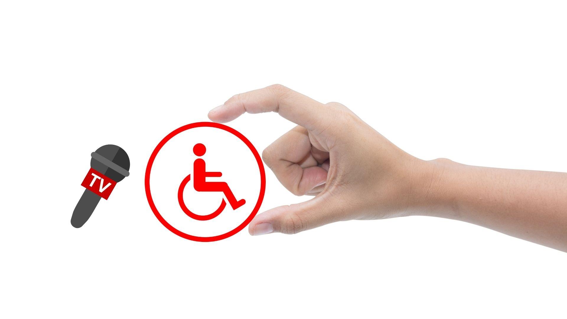 Symbolbild TV-Beitrag über Behinderungen: Hand hält Rollstuhlsymbol, links daneben Mirkofon mit Aufschrift TV, Credit: Canva